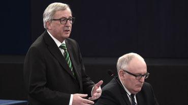 Le président de la Commission européenne, Jean-Claude Juncker, et le vice-président Frans Timmermans (à droite).