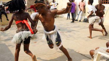 D'origine angolaise, mâtinée d'influences antillaises et capverdiennes, cette danse est popularisée dans les années 1990 par le chanteur Eduardo Paim.