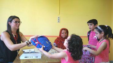38 enfants du Centre pour demandeurs d'asile de Jambes sur le chemin de l'école ce lundi