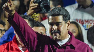 """Crise au Venezuela: Vladimir Poutine félicite Maduro, les États-Unis parlent de """"farce"""""""