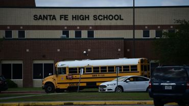 Le lycée de Santa Fe au lendemain de la fusillade au Texas, le 19 mai 2018