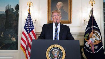 """Donald Trump sur la fusillade en Floride: les mots """"arme à feu"""" absents de son allocution"""