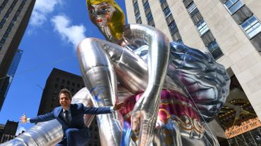 Le plasticien américain Jeff Koons soulève régulièrement la controverse avec ses œuvres kitsch, comme cette danseuse, que les internautes ukrainiens ont dénoncé comme un plagiat d'une sculptrice ukrainienne.