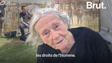 """""""Le danger est toujours là""""… À 80 ans, elle raconte le combat de longue date qu'elle mène contre le SIDA"""