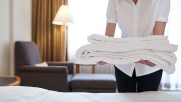 """""""Certains jours, je nettoie 10 chambres d'hôtel, et un immeuble de bureaux. Pour 700 euros à la fin du mois"""""""
