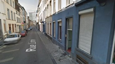 La rue Linné est située dans le quartier de la prostitution, près de l'ancien Jardin botanique.