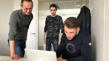 L'équipe de Faqbot avec, au centre, Mathis, tout jeune entrepreneur en informatique qui a lancé sa propre entreprise