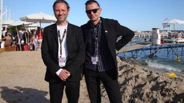 Stéphane Aubier (à gauche) et Vincent Patar (à droite) sur la plage de La Quinzaine à Cannes