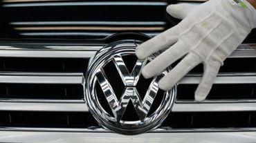 Le géant automobile Volkswagen, enlisé dans son scandale de tricherie aux normes anti-pollution, va débuter à partir de février le rappel des quelque 940.000 véhicules concernés en France