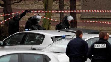 """Homme abattu à Orly - """"Mon fils n'était pas un terroriste"""", prétend le père de Belgacem"""