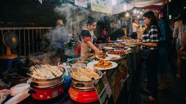 61% des voyageurs choisissent une destination pour leurs spécialités culinaires