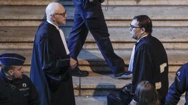 A gauche, Paul Bekaert son avocat belge. A droite, Jaume Alonso-Cuevillas, son avocat espagnol.