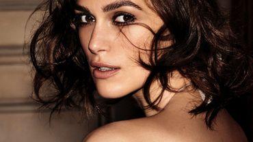 """Keira Knightley incarne la nouvelle fragrance """"Coco Mademoiselle Eau de Parfum Intense"""" de Chanel."""