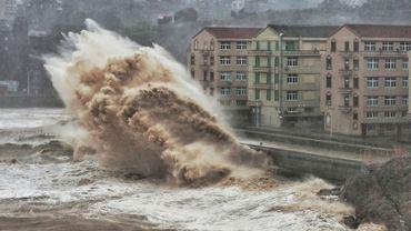 Tempête sur le front de mer à Taizhou, dans l'est de la Chine, le 9 août 2019