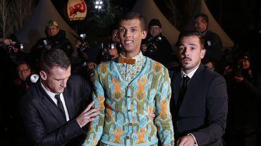 """Au Musée Grévin, Stromae sera habillé avec la tenue portée dans son clip """"Papaoutai"""""""