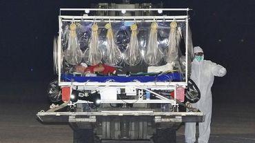 Le médecin italien contaminé par le virus Ebola lors de son arrivée à Rome depuis la Sierra Leone par un vol spécial, le 25 novembre 2014