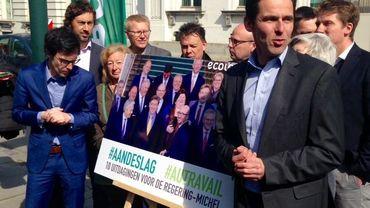 Les partis écologistes Ecolo et Groen ont mené une action ce jeudi devant le 16 rue de la Loi.
