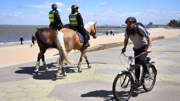 Une patrouille de police sur la digue à Melbourne