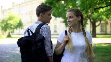 Les adolescents peu sensibilisés aux notions d'égalités de genre sont plus susceptibles de harceler les femmes.
