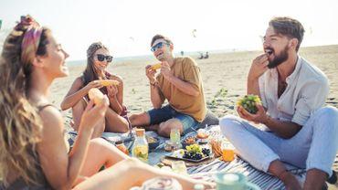 Sous le parasol, plus de clope ? Des plages françaises expérimentent les vacances sans tabac