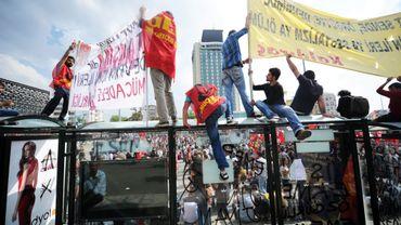 Les manifestants défient le pouvoir depuis la place Taksim dimanche après-midi