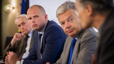 Le secrétaire d'Etat à l'Asile et à la Migration, Théo Francken (N-VA) durcit les dispositions belges relatives à l'accès au territoire.