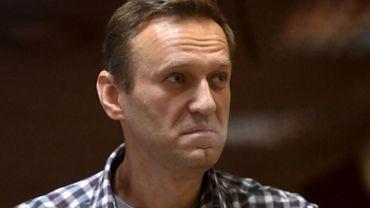 Navalny dit avoir de la fièvre mais continue sa grève de la faim