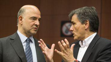 Pierre Moscovici, le commissaire aux Affaires économiques et Euclide Tsakalotos, le ministre grec des Finances, lors de la réunion Eurogroupe de ce lundi