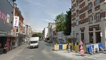C'est dans cette rue qui relie le Boulevard Louis Schmidt à la station de métro Thieffry que l'incendie a eu lieu.