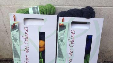 La laine est commercialisée sous forme de pelotes, notamment.