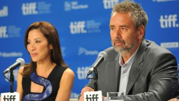 L'actrice Michelle Yeoh et Luc Besson lors d'une conférence de presse en 2011 à Toronto