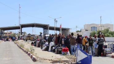 Des travailleurs tunisiens bloqués à la frontière libyenne.
