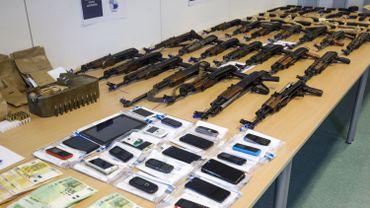 Un arsenal d'armes de guerre saisi par la police fédérale d'Anvers