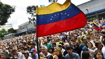 Des militants réclament le départ du président  Maduro, le 11 janvier 2019 à Caracas