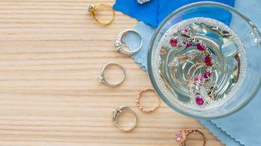 Comment laver ses bijoux en or, argent et toc ?