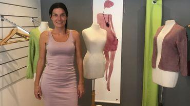 Anicée Boussart avec une robe de sa création