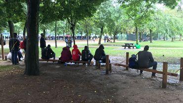 Des trafiquants d'être humains actifs au parc Maximilien risquent 8 ans de prison