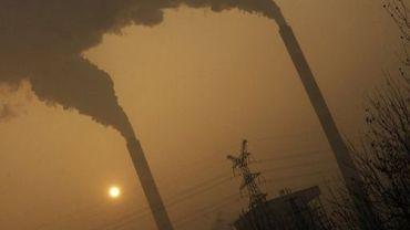 Les fumées d'une centrale à charbon chinoise, le 8 décembre 2009, dans la province du Shanxi