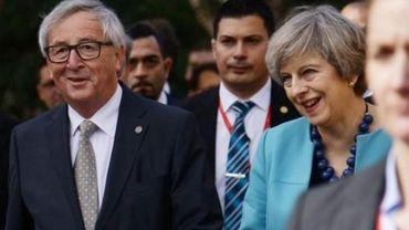"""Theresa May veut disposer  """"d'une main plus forte"""" pour négocier le Brexit."""