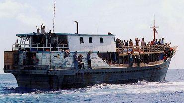 Un bateau de migrants au large de l'île australienne de Christmas, le 22 août 2001