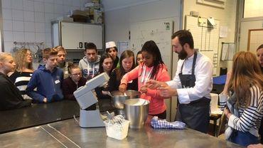 """Le concours""""jeunes talents en herbe"""" lancé par l'école hôtelière provinciale de Namur a démarré hier lundi. En cuisine, à l'atelier pâtisserie ou en salle, la compétition a pour but de donner une image concrète et positive de l'enseignement qualifiant."""