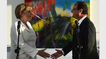 La chancelière Angela Merkel et le président François Hollande se saluent à Berlin, le 23 août 2012