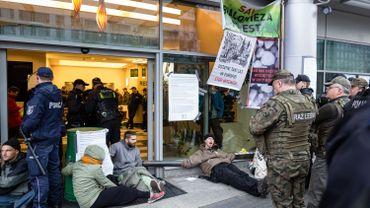 Forêt de Bialowieza: arrestation de militants écologistes après une action à Varsovie