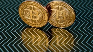 Le bitcoin dépasse les 1 000 dollars, un record depuis trois ans
