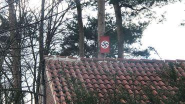 """Peine maximale d'un an de prison ferme pour le propriétaire de """"la maison nazie"""" de Keerbergen"""