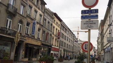 """Le piétonnier de journée à Ixelles, doté d'une signalisation """"légale mais incompréhensible""""."""