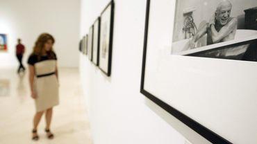 Une photo de Picasso exposée lors d'une exposition du photographe David Douglas Duncan