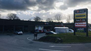 Une pharmacie, magasin de proximité, n'a pas sa place dans un complexe de moyennes surfaces