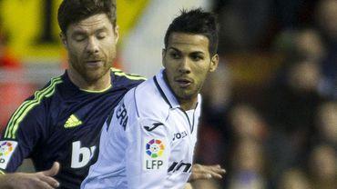 Jonathan Viera Ramos en duel avec Xabi Alonso