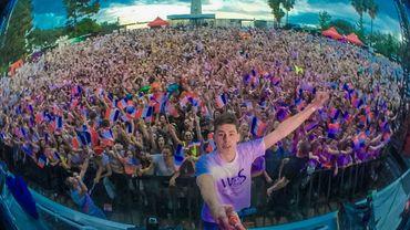Nouveau record du monde de la plus grande chaîne de selfies